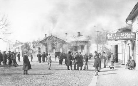 rautatieasema palaa
